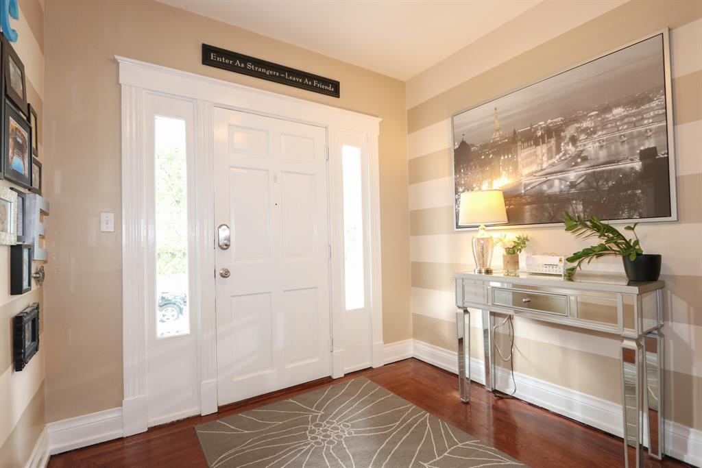 Foyer for 2812 Minot Ave Oakley, OH 45209