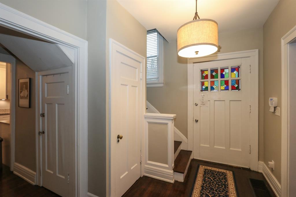 Foyer for 14 Burton Woods Ln Avondale, OH 45229