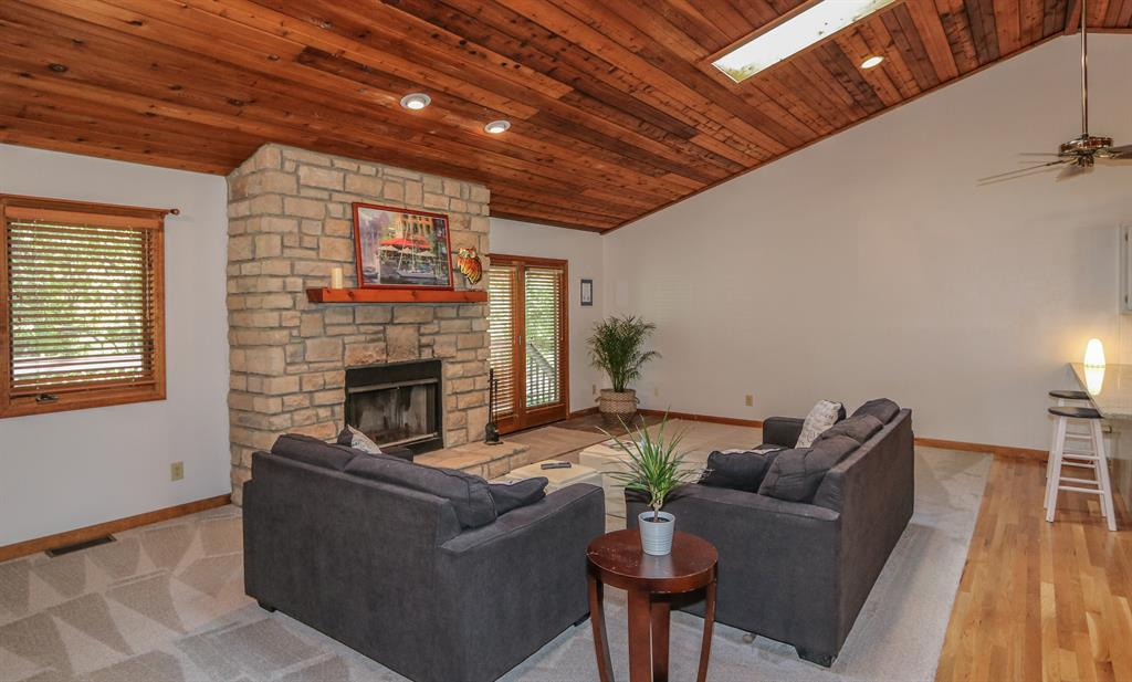 Living Room for 20568 Lakeview Dr Hidden Valley, IN 47025