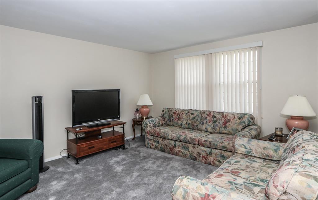Living Room for 106 Aleshire Farm Cir Union, OH 45322