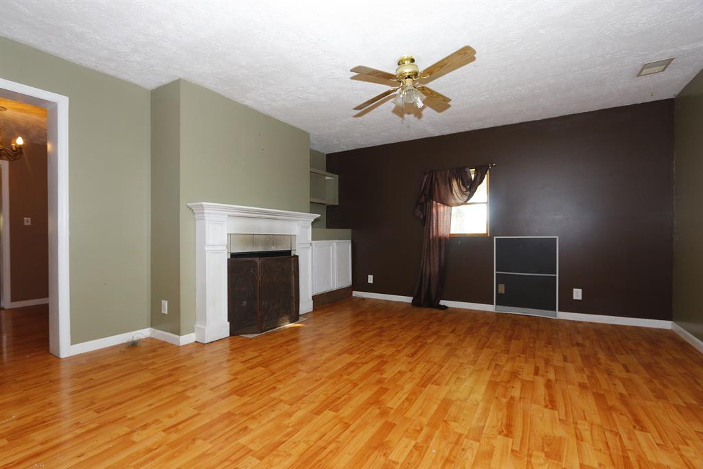 Living Room for 4355 Warsaw Rd Dry Ridge, KY 41035