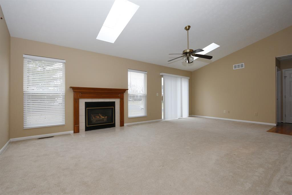 Living Room for 10068 Golden Pond Dr Union, KY 41091