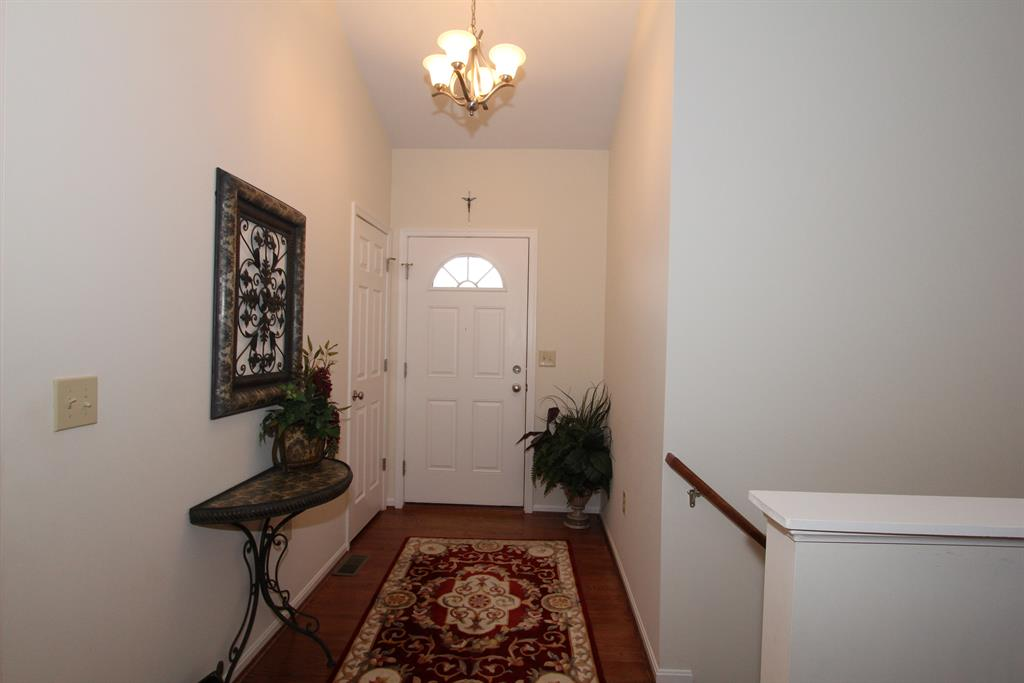 Foyer for 6360 Deermeade Dr Florence, KY 41042