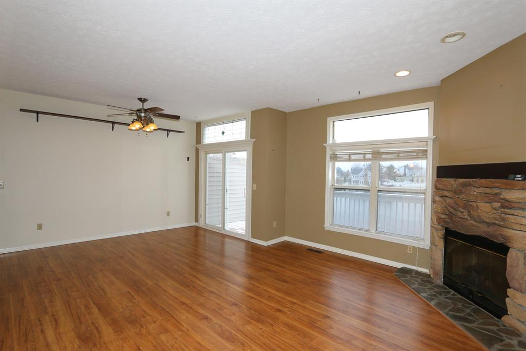 Living Room for 828 Horseshoe Ln Florence, KY 41042