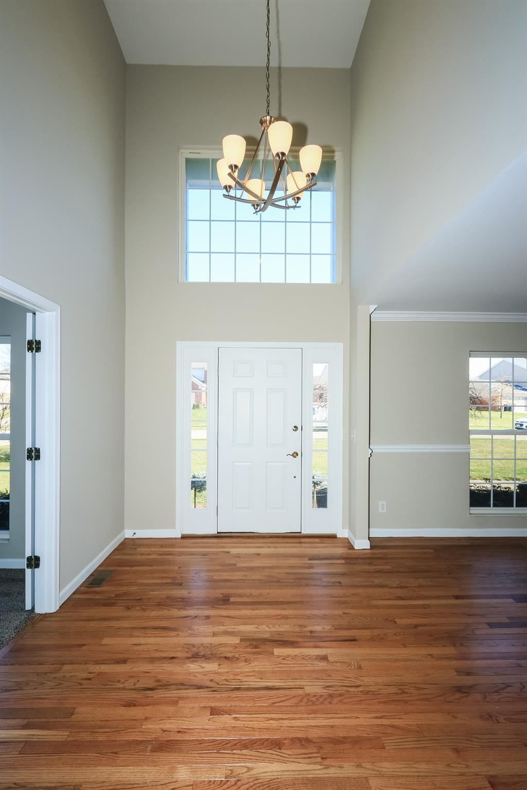Foyer for 8327 Woodcreek Dr Florence, KY 41042