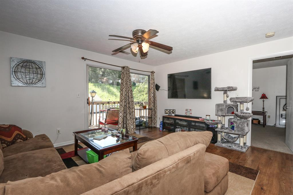 Living Room for 210 Willowbrook Ct, 5 Wilder, KY 41071