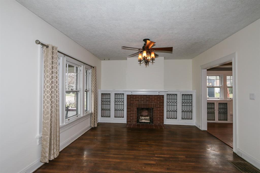 Living Room for 468 Irving Ave Oakwood, OH 45409