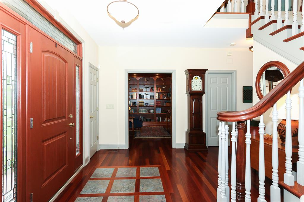 Foyer image 2 for 3508 Reeves Dr Fort Wright, KY 41017