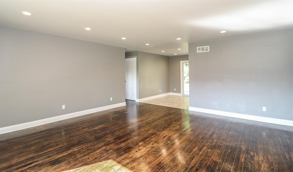 Living Room for 2975 Bullittsburg Church Petersburg, KY 41081