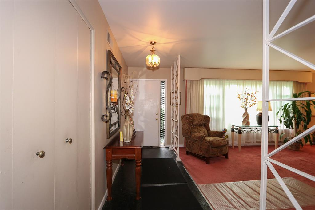 Foyer for 2330 Section Rd Amberley, OH 45237