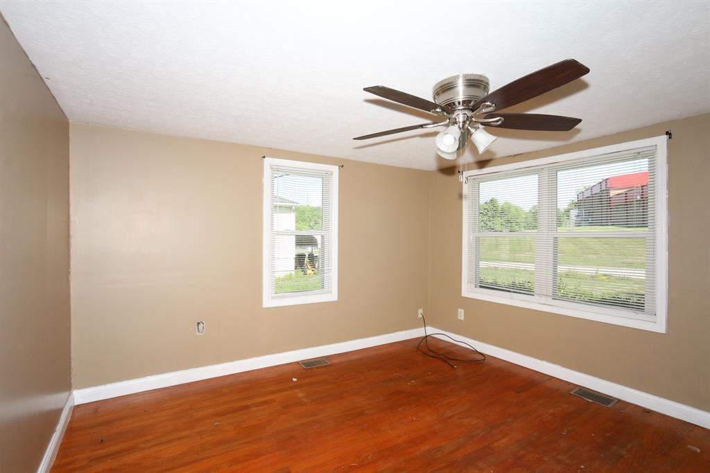 Living Room for 856 Highway 177 E Butler, KY 41006