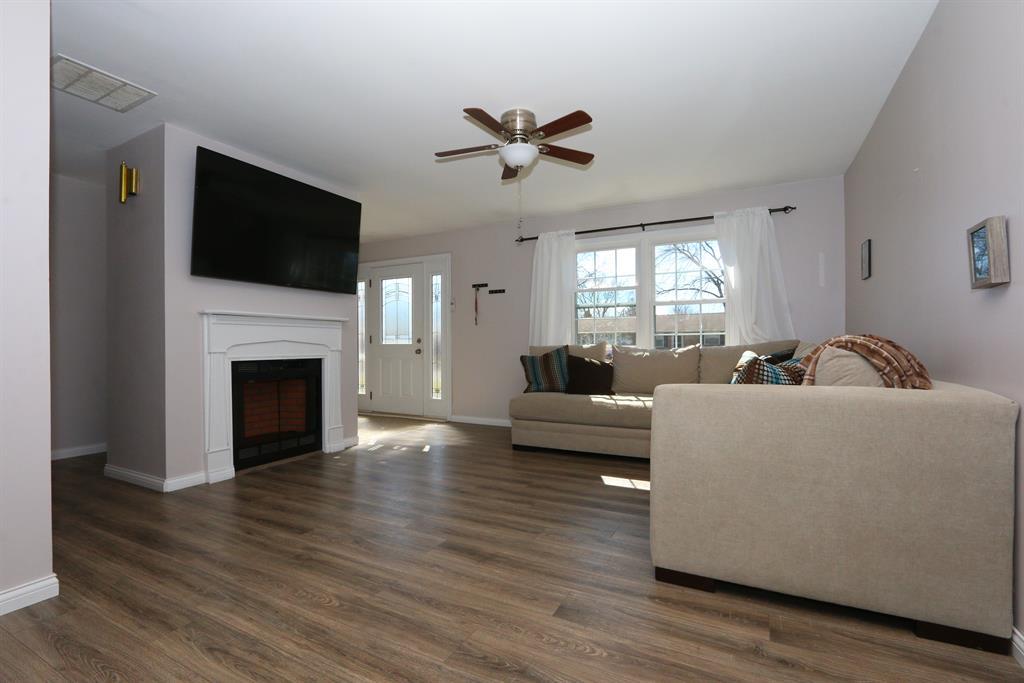 Living Room for 630 Crestview Dr Lebanon, OH 45036