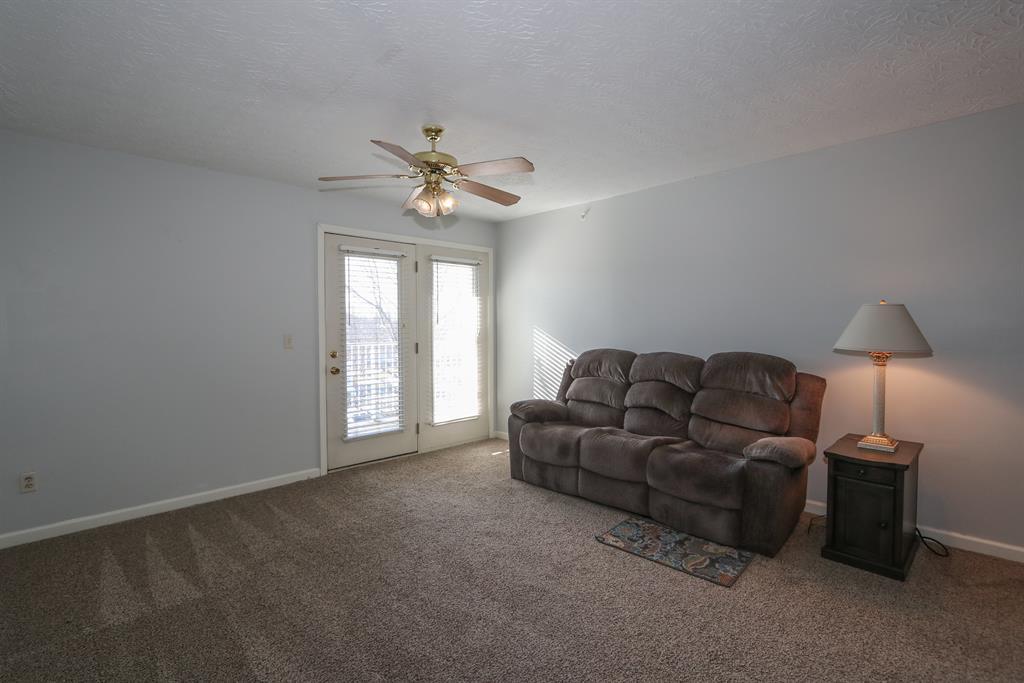 Living Room for 115 Springlake Dr, 5 Erlanger, KY 41018
