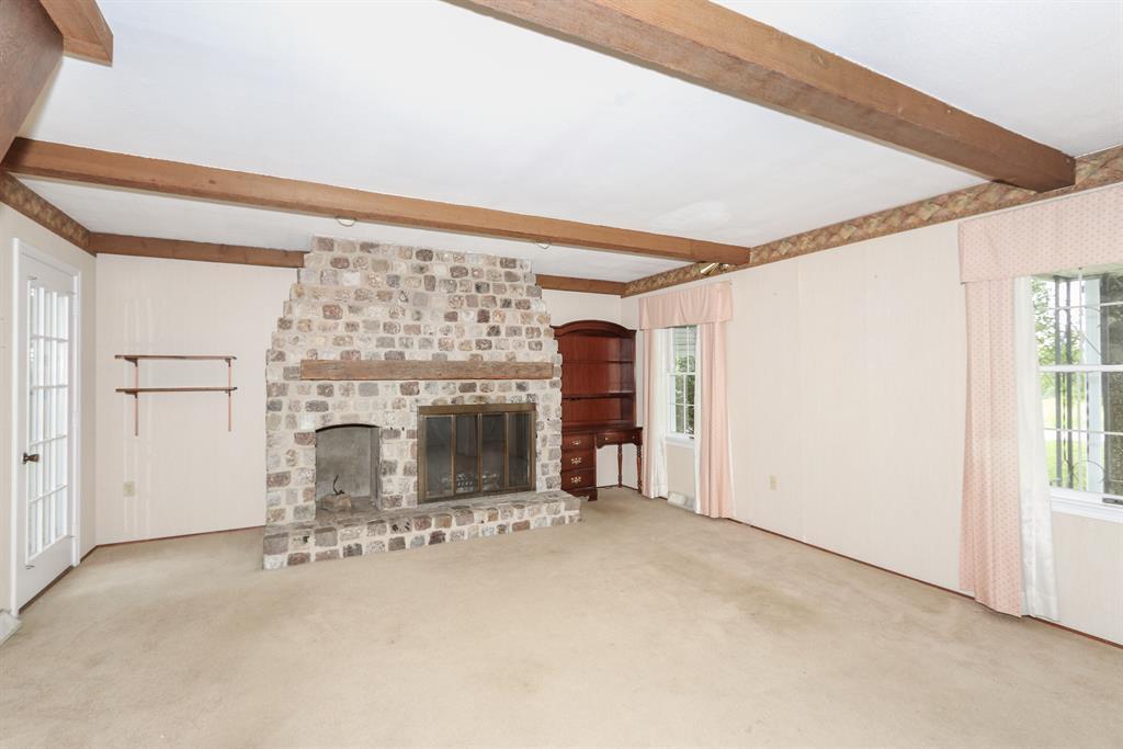 Living Room for 6345 Murnan Rd Cold Spring, KY 41076