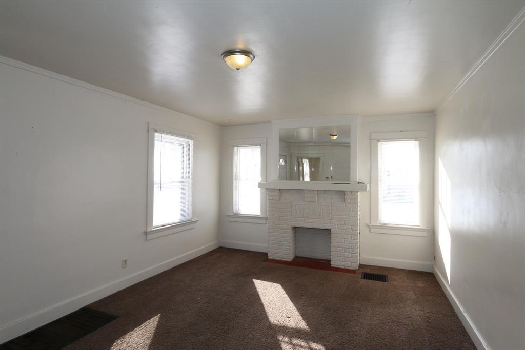 Living Room for 2025 Rosemont Blvd Dayton, OH 45420