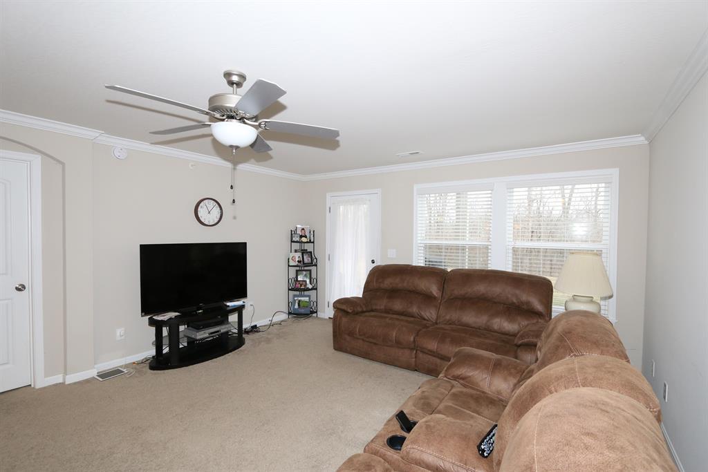 Living Room for 4148 Country Mill Rdg, 102 Burlington, KY 41005