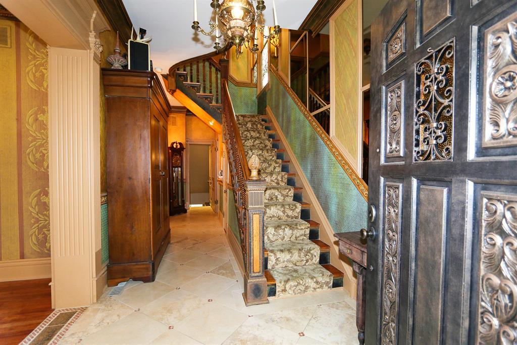 Foyer for 734 Park Ave Newport, KY 41071