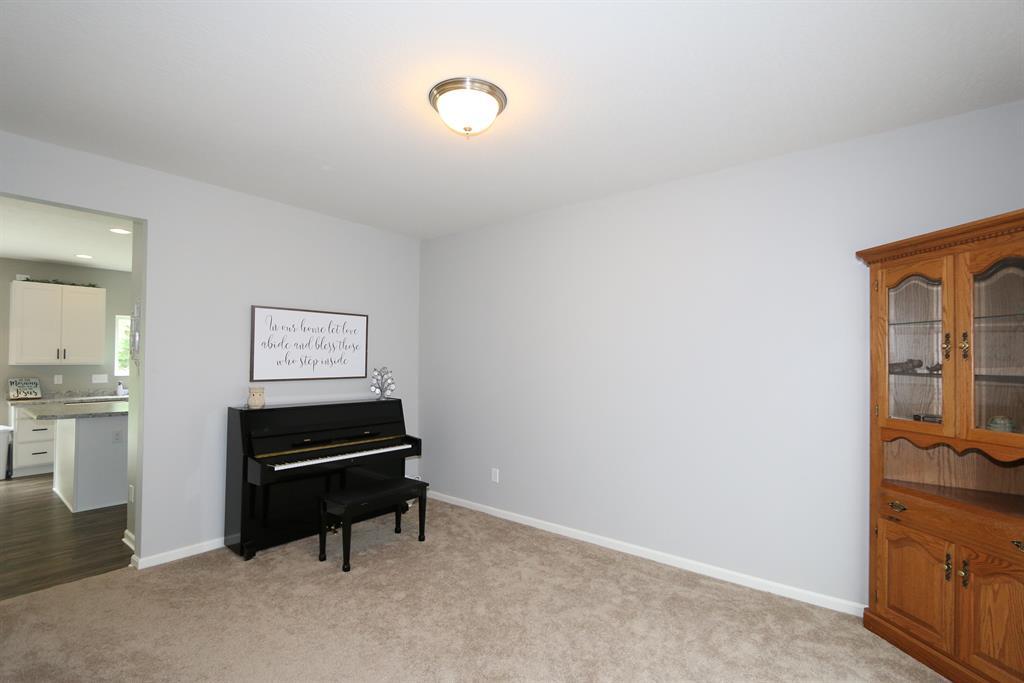 Living Room for 9850 Cedar Cove Alexandria, KY 41001