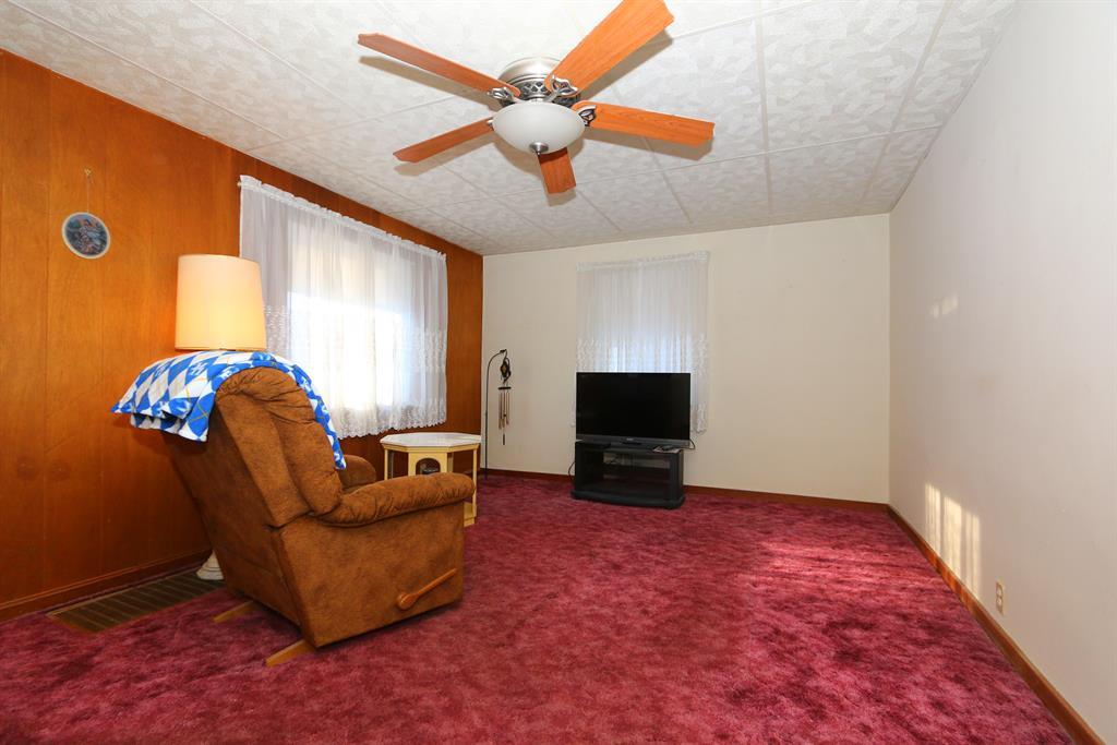 Living Room for 327 Riddle Pl Newport, KY 41071