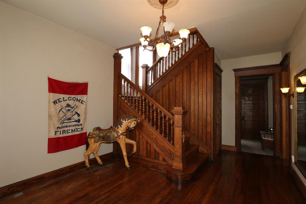 Foyer for 487 S Detroit St Xenia, OH 45385