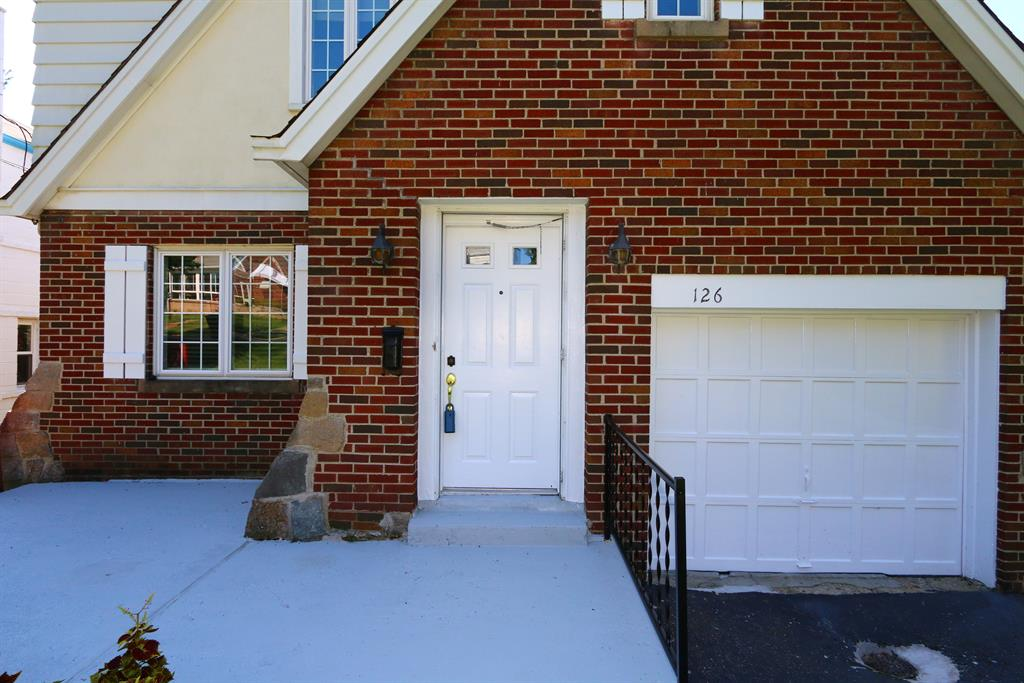 Entrance for 126 Kennedy Rd Fort Wright, KY 41011