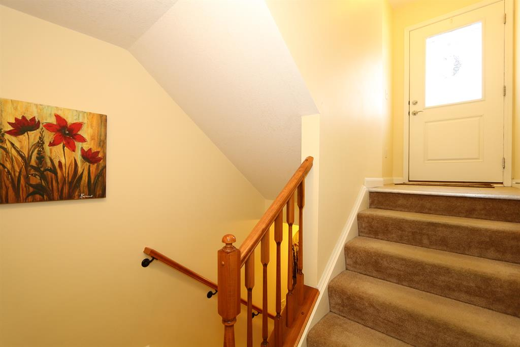 Foyer image 2 for 2371 Rolling Hills Dr Covington, KY 41017