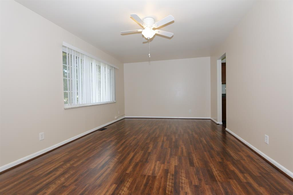 Living Room for 70 Edgecombe Rd Milford, OH 45150