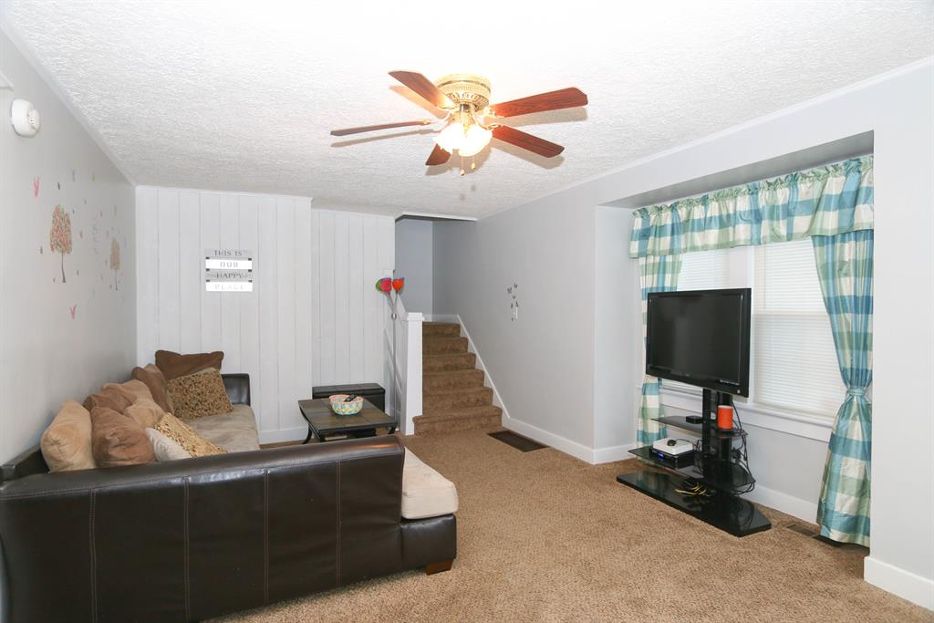Living Room for 624 Prytania Ave Hamilton West, OH 45013
