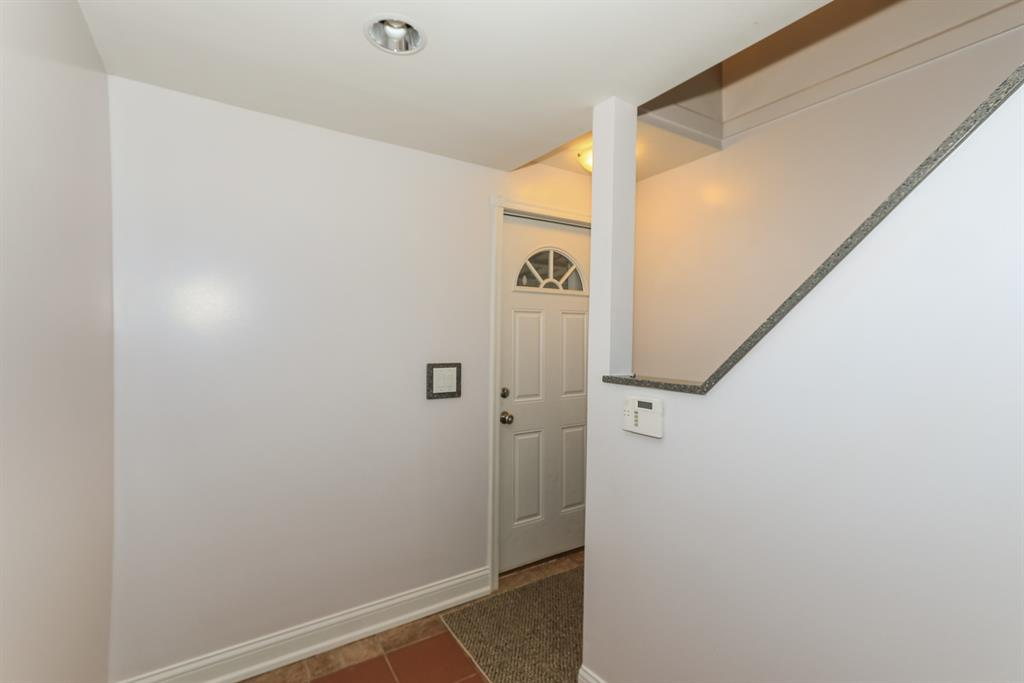 Foyer for 237 Pike St Bromley, KY 41016