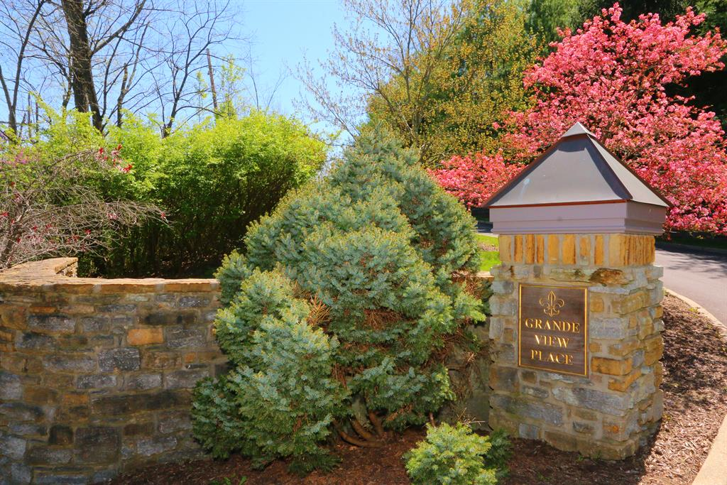 Community for 1080 Lot 6 Tuscany Pl Mt. Lookout, OH 45226