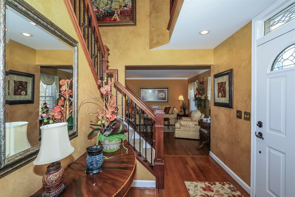 Foyer for 112 Farmdale Ct Lakeside Park, KY 41017