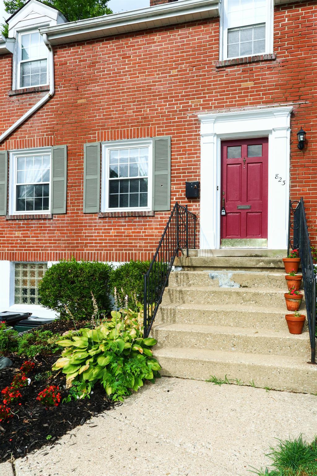 Entrance for 823 Saint James Ave Park Hills, KY 41011