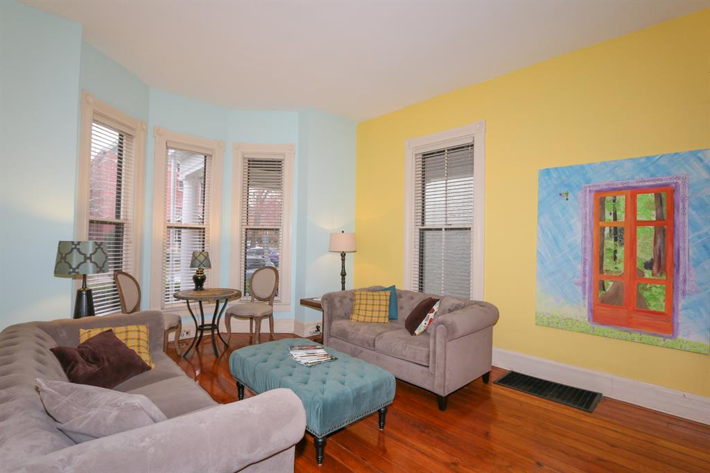 Living Room for 430 4th St E Newport, KY 41071