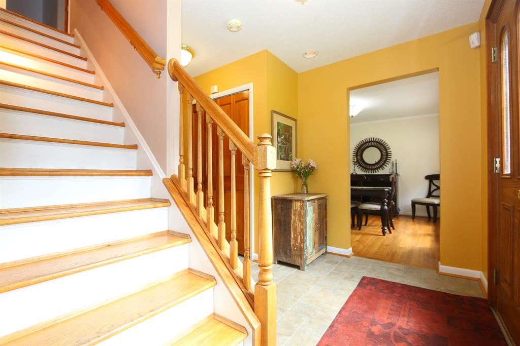 Foyer for 1326 Stonemill Ct Wyoming, OH 45215
