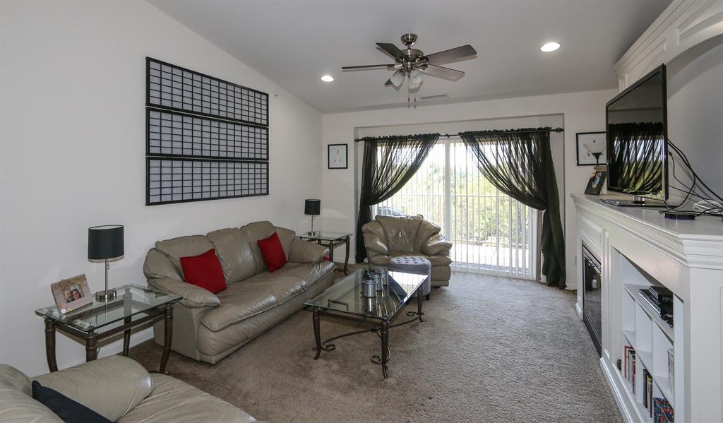 Living Room for 1917 Timberwyck Ln, 302 Burlington, KY 41005