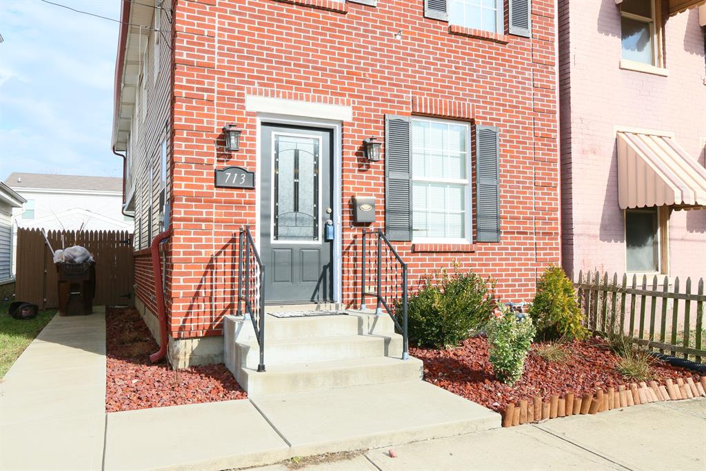 Entrance for 713 Saratoga St Newport, KY 41071