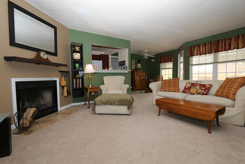 Living Room for 1 Highland Meadows Dr, 6 Highland Heights, KY 41076