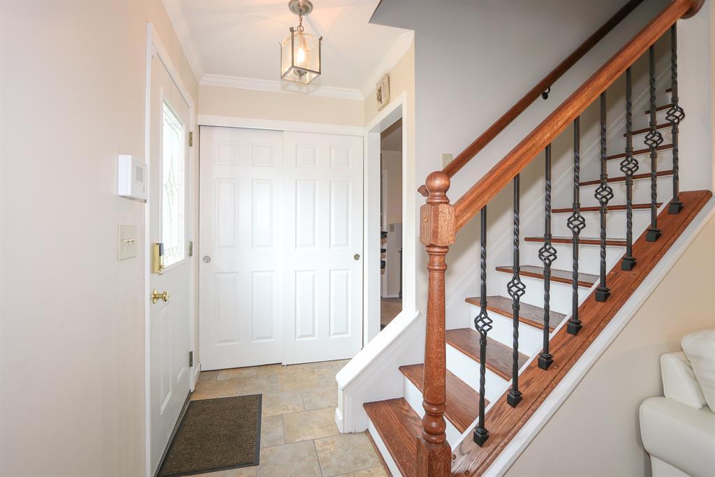 Foyer for 8489 Foxcroft Dr Finneytown, OH 45231
