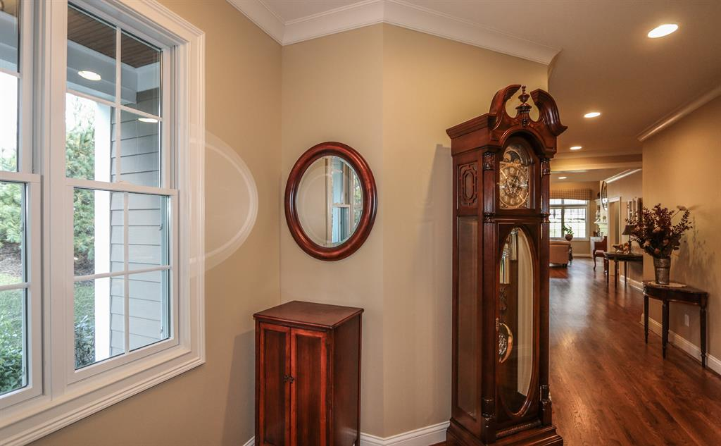 Foyer for 2 Bradford Place Dr Madeira, OH 45243