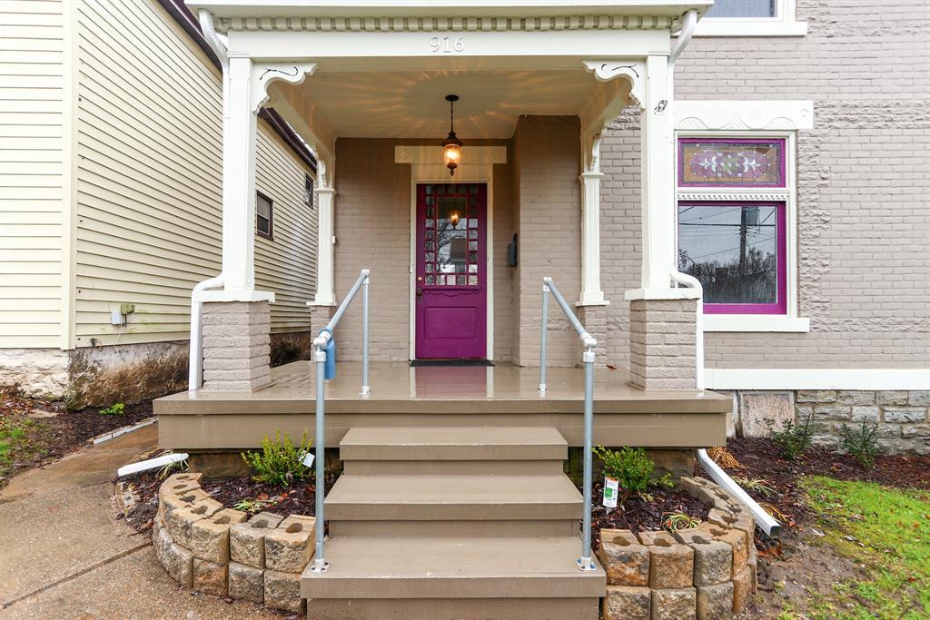 Entrance for 916 Thornton St Dayton, KY 41074