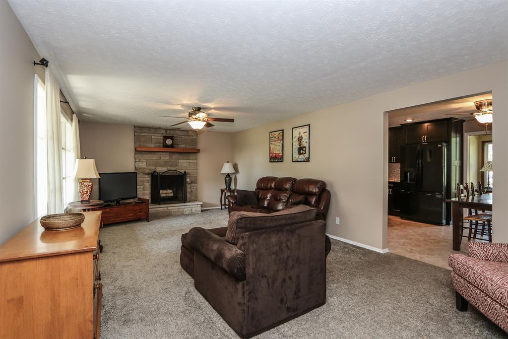 Living Room for 3040 Broadview Dr Springfield, OH 45505