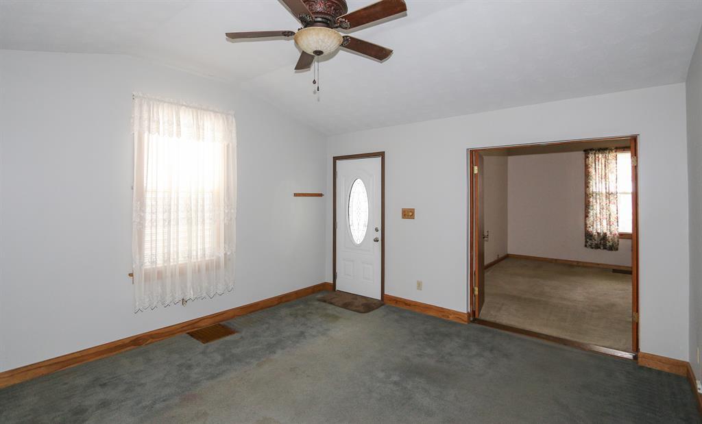 Living Room for 3805 Huntington Ave Covington, KY 41015