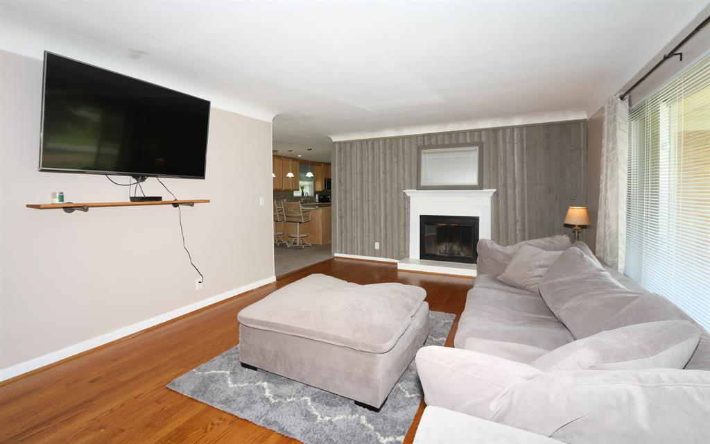 Living Room for 8625 Lynnehaven Dr Amberley, OH 45236