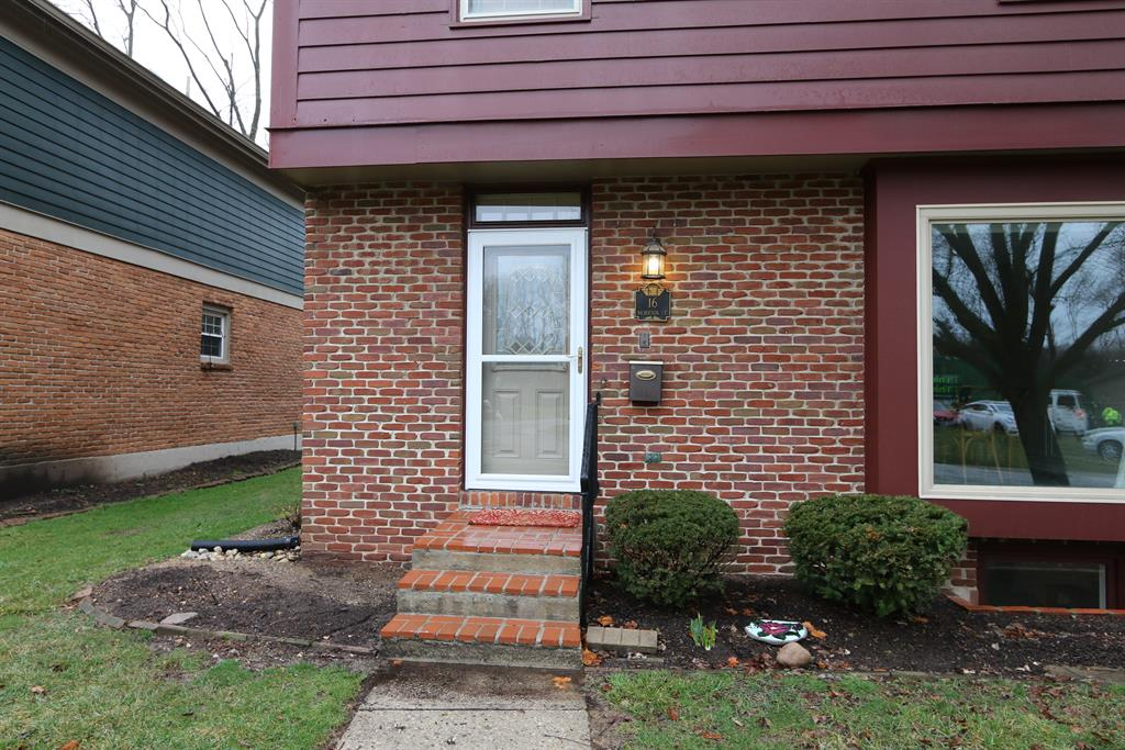Entrance for 16 Nicholson Ct, 14 Washington Township, OH 45459