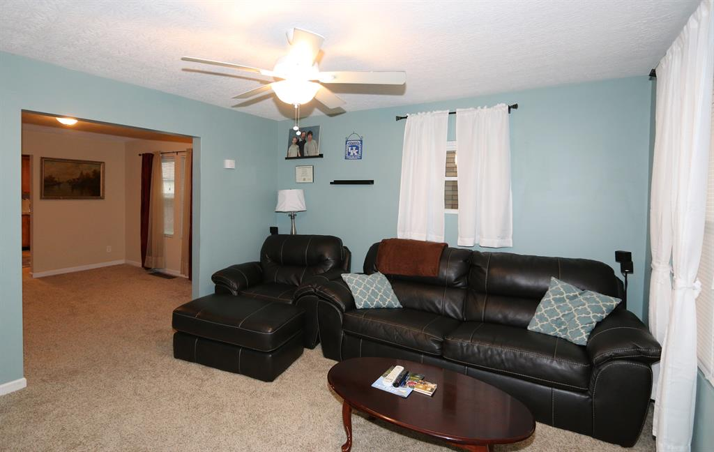 Living Room for 4343 Vermont Ave Covington, KY 41015