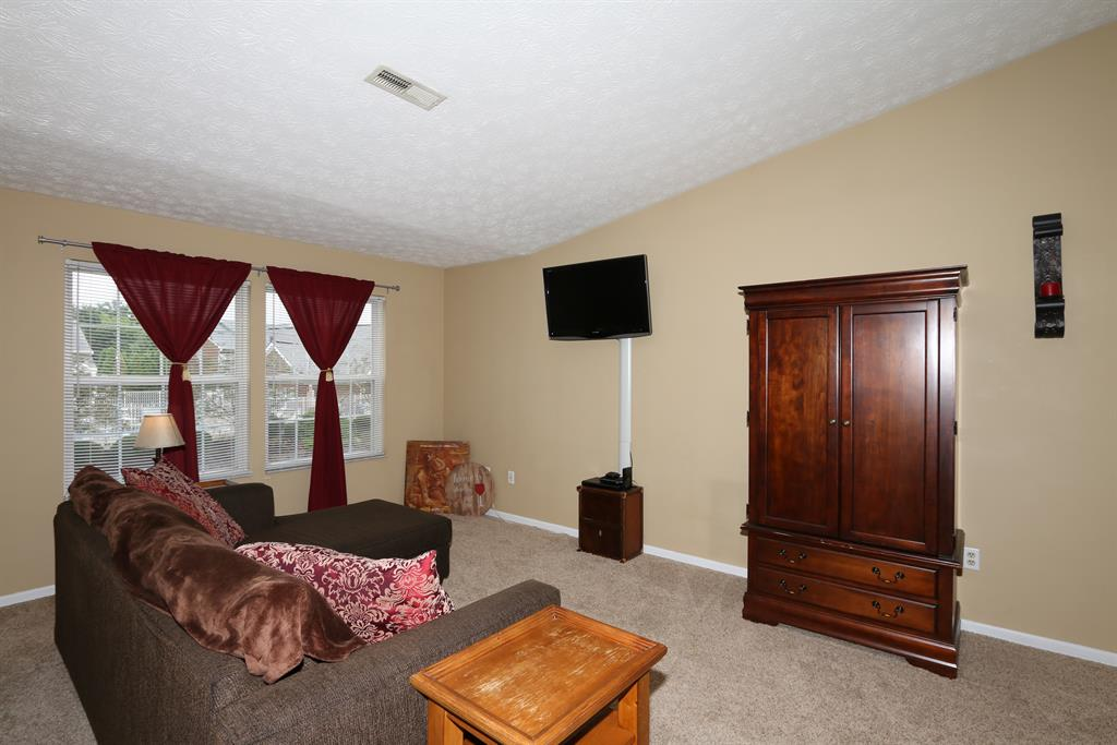 Living Room for 354 Deepwoods Dr, 5 Highland Heights, KY 41076