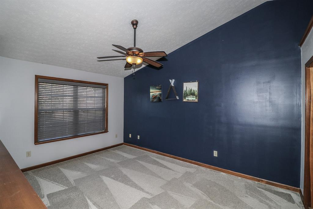 Living Room for 1063 Pebble Creek Dr Elsmere, KY 41018