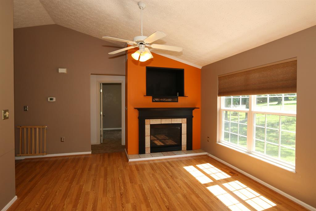 Living Room for 3772 Luke Ln Elsmere, KY 41018