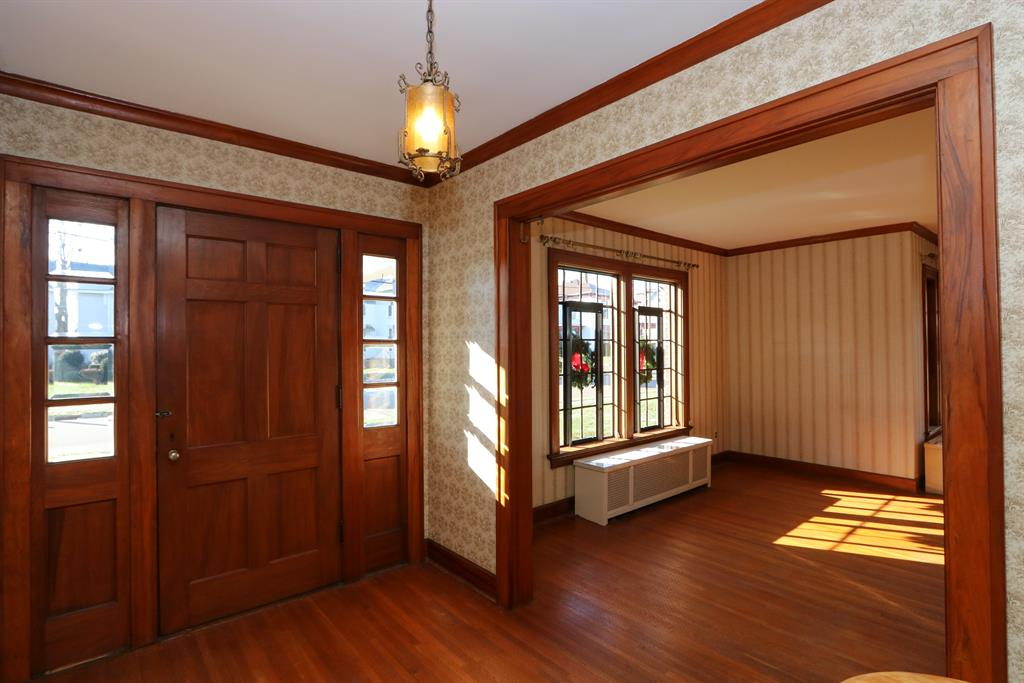 Foyer for 328 E Walnut St Covington, OH 45318