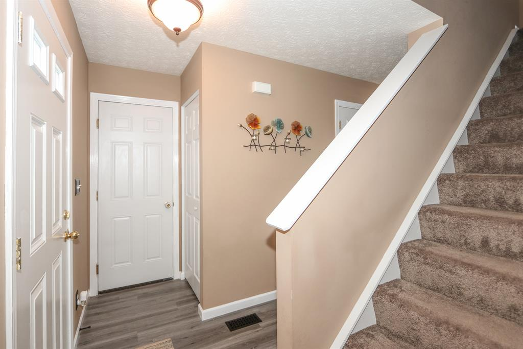 Foyer for 12809 Sycamore Creek Dr Alexandria, KY 41001